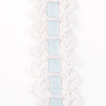 bb_cristenning_crochet_blue_ribbon_zoomed